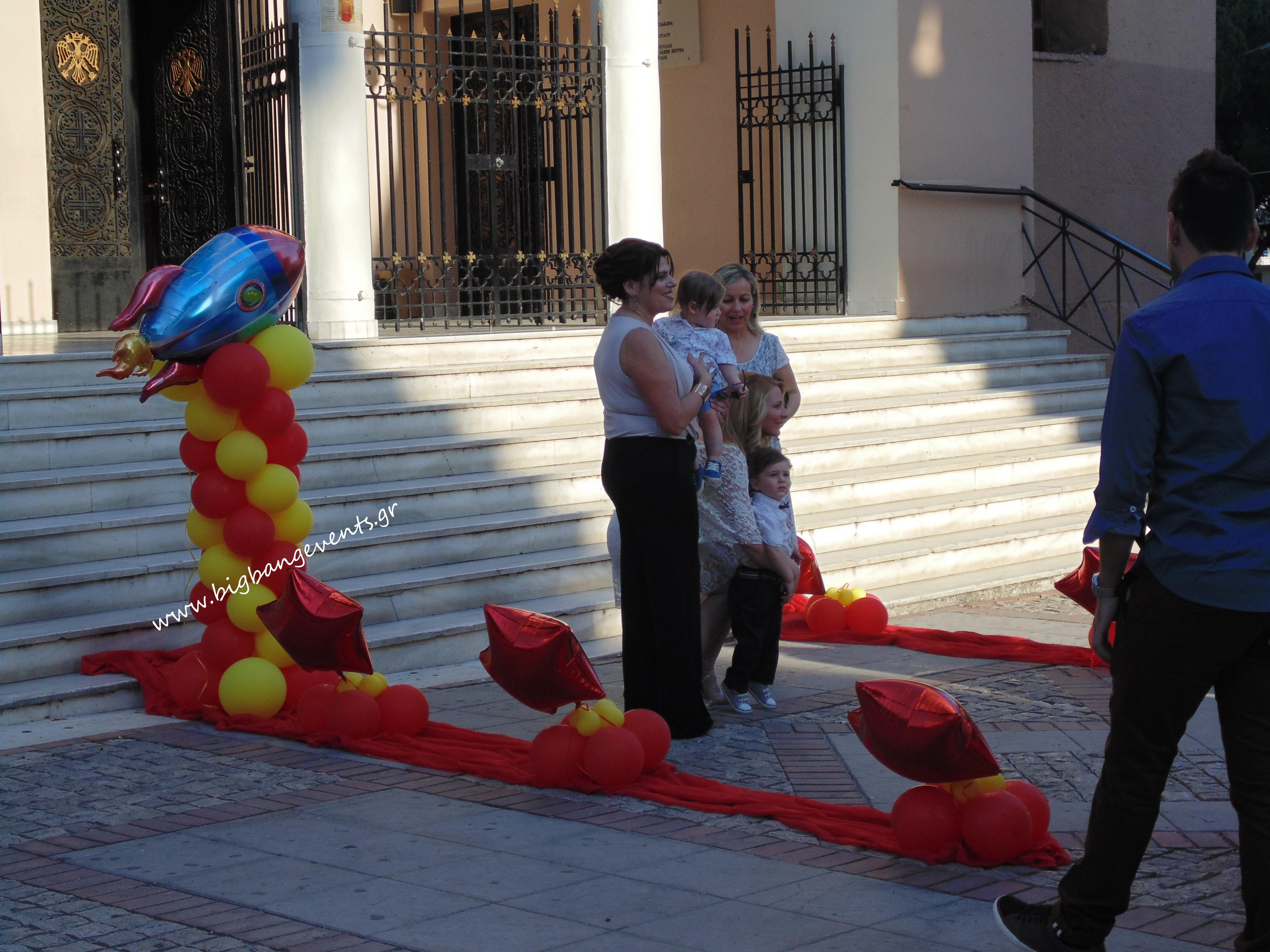 στολισμος εισοδου εκκλησιας με συνθεση μπαλονιων