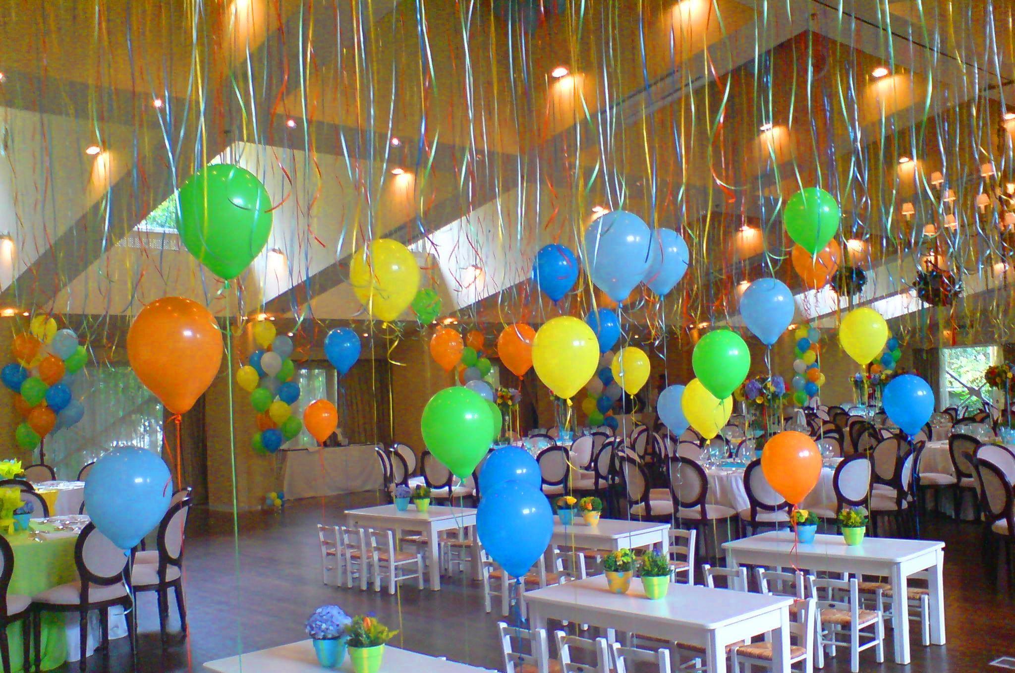 Ελεύθερα μπαλόνια στο ταβάνι